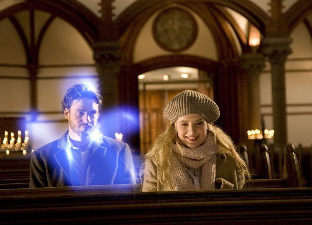 Immer wieder versucht Geist Tom (Stephan Luca, l.), Jana (Diana Amft, r.) deutlich zu machen, dass Max keineswegs der Richtige für sie ist. Doch di... - Bildquelle: Sat.1