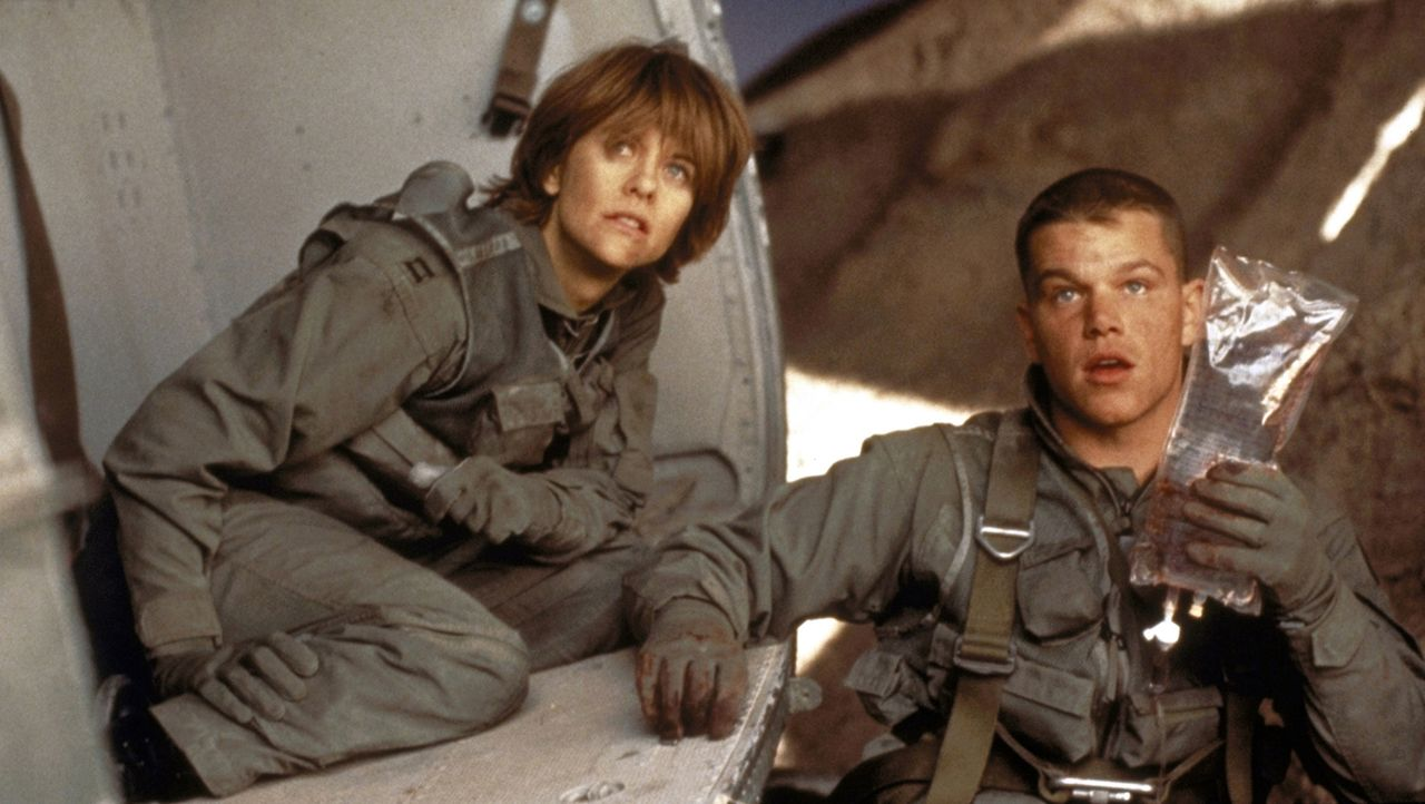 Abgestürzt und von Irakern umzingelt - schlechte Karten für Karen Walden (Meg Ryan) und Ilario (Matt Damon). - Bildquelle: Twentieth Century-Fox Film Corporation