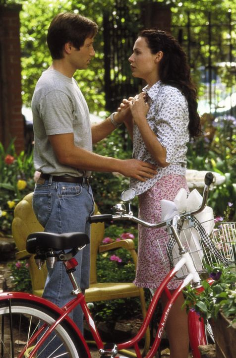 Das Schicksal führt Bob Rueland (David Duchovny, l.) und Grace Briggs (Minnie Driver, r.) zusammen ? - Bildquelle: Metro-Goldwyn-Mayer
