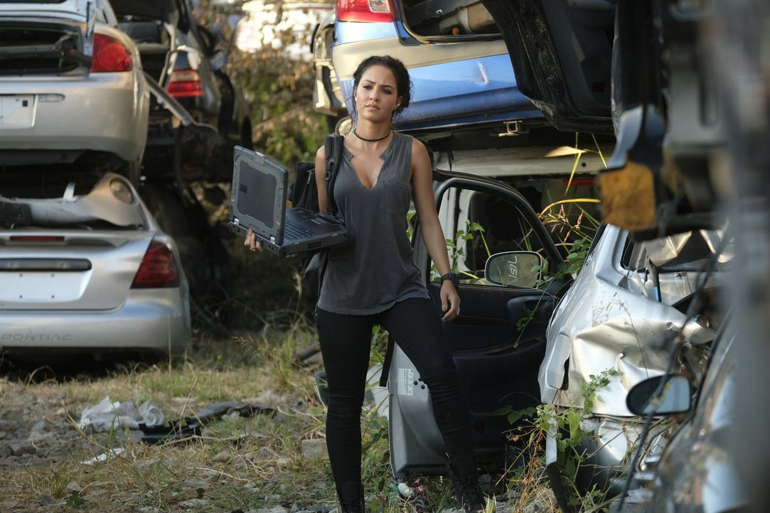 Kann Hackerin Riley Davis (Tristin Mays) mit ihren Fähigkeiten MacGyver helfen, den gefährlichen Auftragskiller zu fassen, der auch ihr Leben bedroh... - Bildquelle: 2016 CBS Broadcasting, Inc. All Rights Reserved