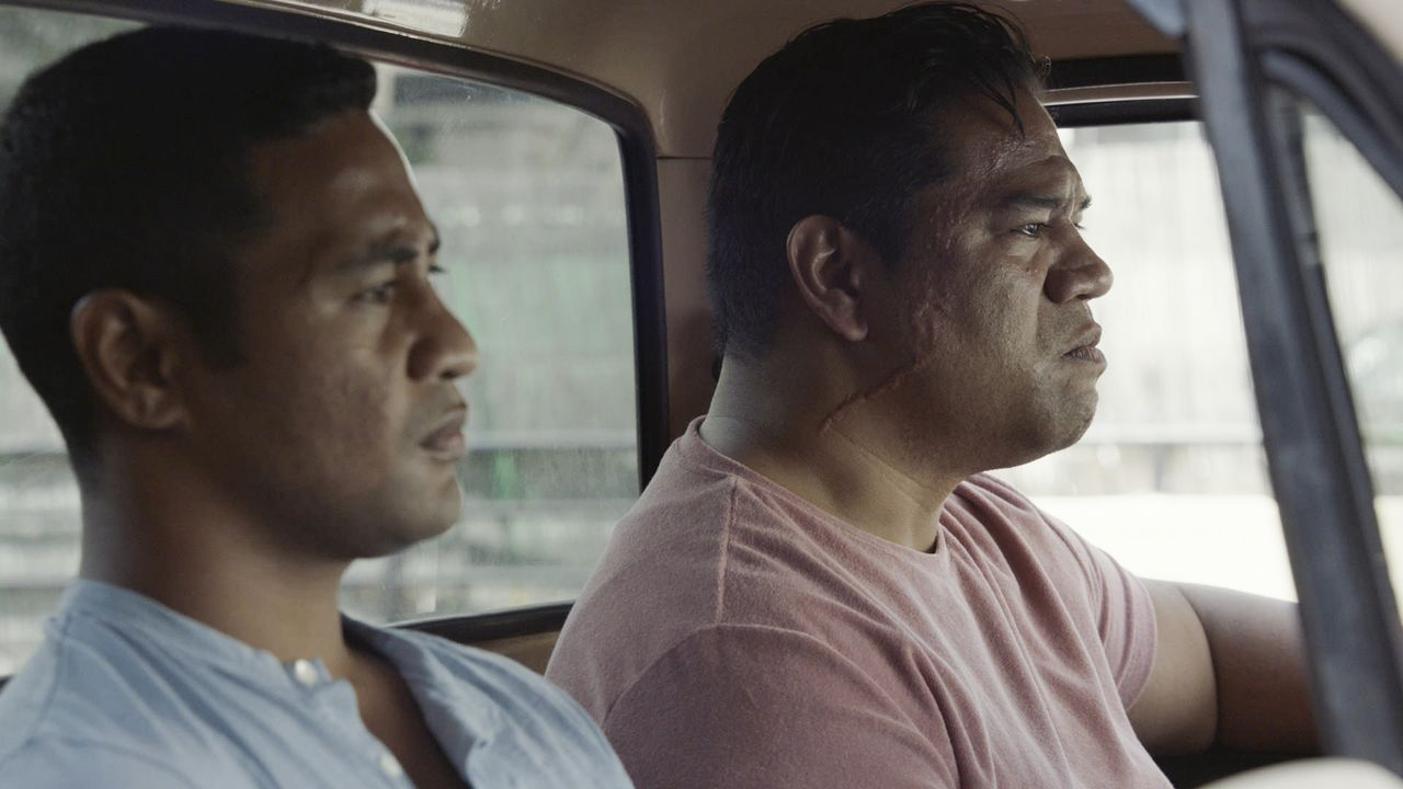 Junior Reigns (Beulah Koale, l.); Natano Reigns (Eric Scanlan, r.) - Bildquelle: 2019 CBS Broadcasting, Inc. All Rights Reserved