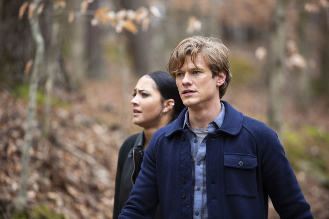Riley Davis (Tristin Mays, l.); Angus MacGyver (Lucas Till, r.) - Bildquelle: Nathan Bolster 2021 CBS Broadcasting, Inc. All Rights Reserved. / Nathan Bolster