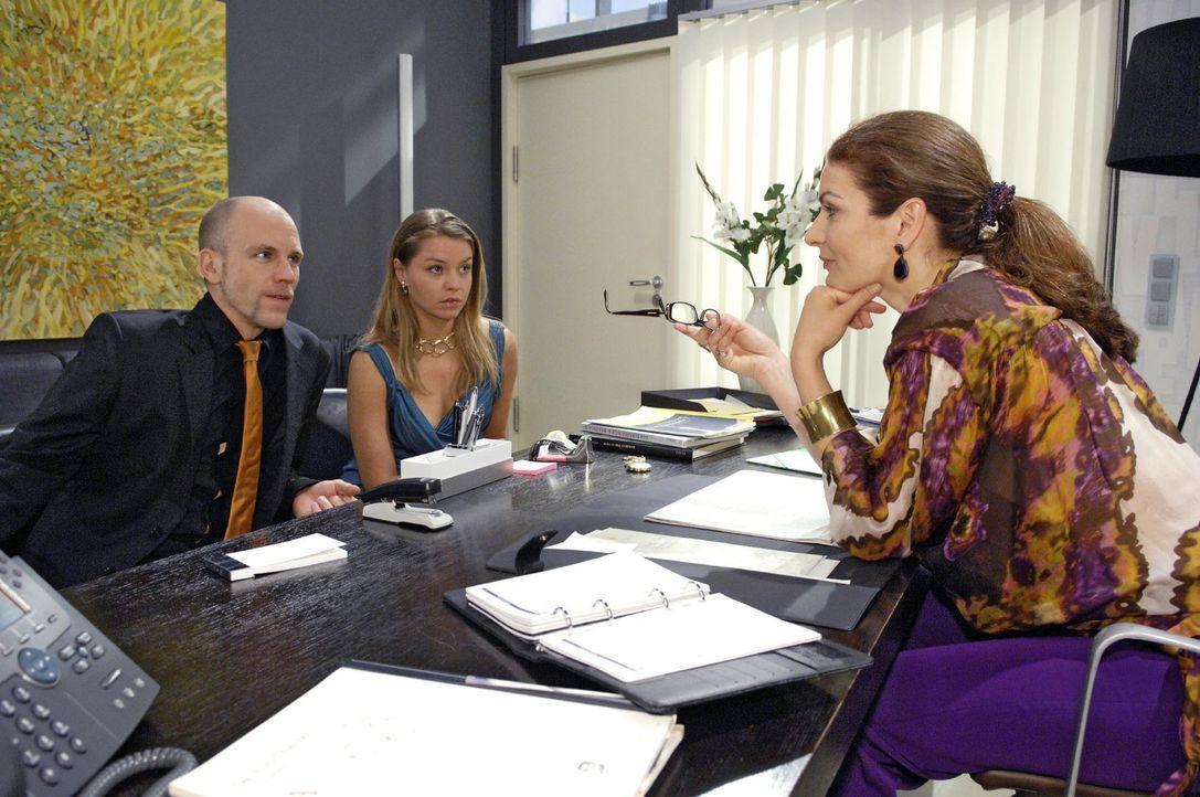Gerrit kann nicht fassen, dass Alexander sich jetzt auch noch in der Agentur breit machen soll. v.l.n.r.: Gerrit (Lars Löllmann), Katja (Karolina L... - Bildquelle: Sat.1