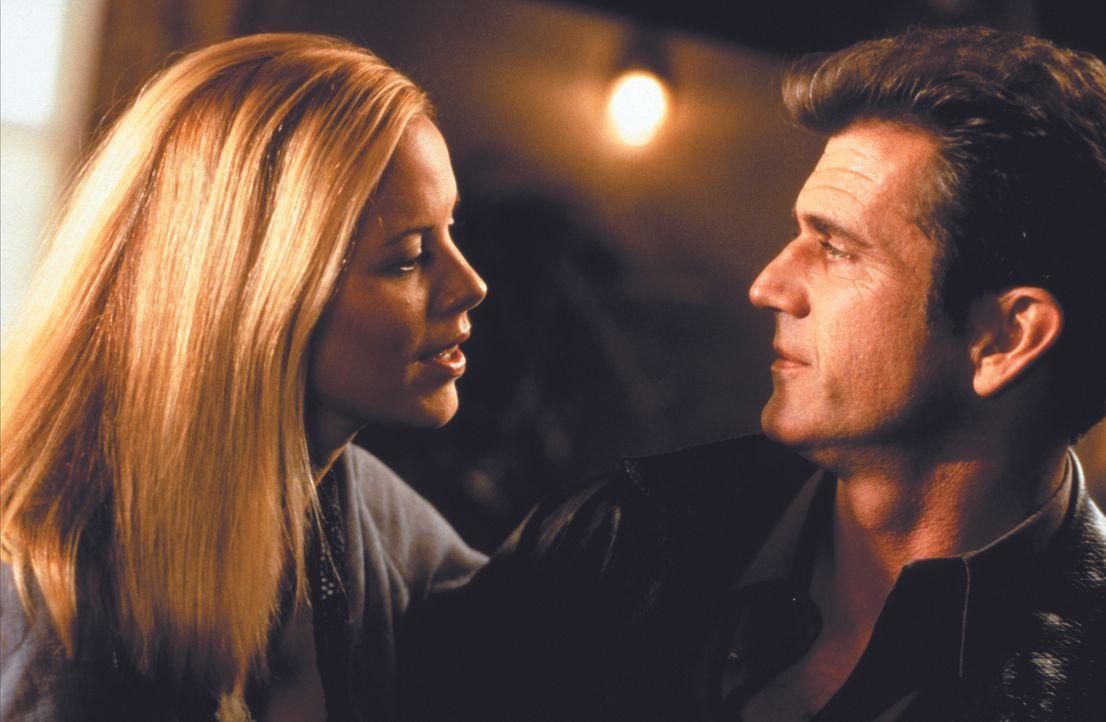 Nachdem ihn seine Frau und sein ehemaliger Gangster-Partner hinterlistig betrogen haben, will Porter (Mel Gibson, r.) Rache. Die Prostituierte Rosie... - Bildquelle: Warner Bros.
