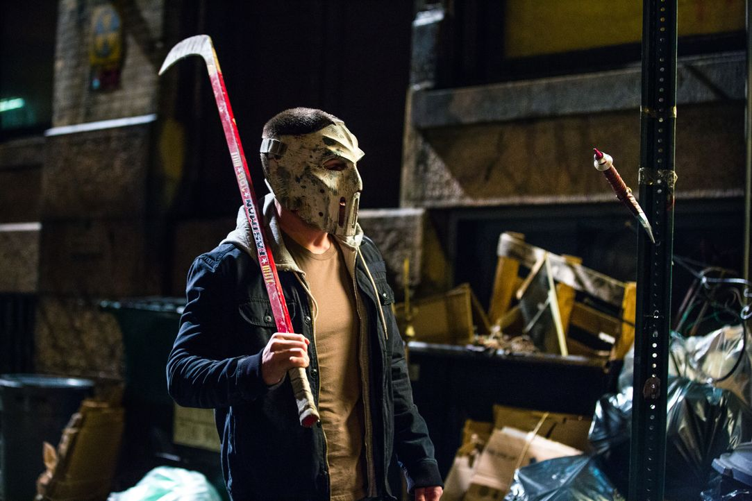 Der Vollzugsbeamte Casey Jones (Stephen Amell) macht sich auf die Suche nach der Wahrheit, nachdem ein Gefangener auf mysteriöse Weise verschwunden... - Bildquelle: 2018 Paramount Pictures. All Rights Reserved. TEENAGE MUTANT NINJA TURTLES is a trademark of Viacom International Inc.