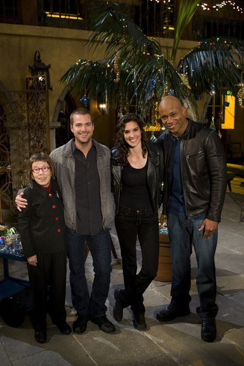 Im Kampf gegen das Böse: Sam (LL Cool J, r.), Callen (Chris O'Donnell, 2.v.l.), Hetty (Linda Hunt, l.) und Kensi (Daniela Ruah, 2.v.r.) ... - Bildquelle: CBS Studios Inc. All Rights Reserved.