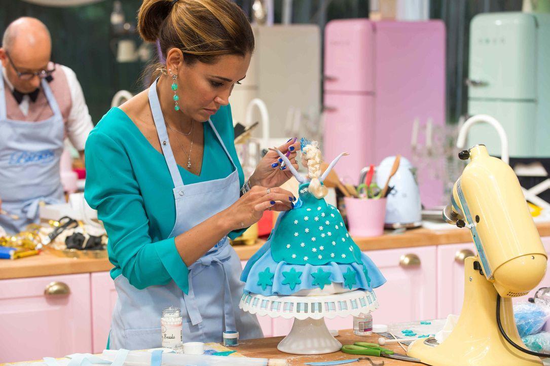"""Hat sie die Chance """"Deutschlands bester prominenter Hobbybäcker"""" zu werden? Jana Ina Zarrella ... - Bildquelle: Claudius Pflug SAT.1"""