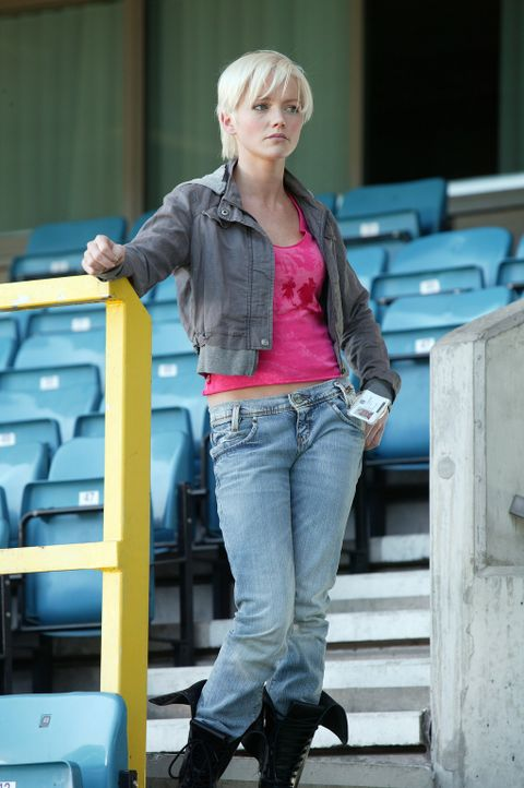 Abby (Hannah Spearritt) glaubt nicht an die Verschwörungstheorie von Tom und Duncan ... - Bildquelle: ITV Plc