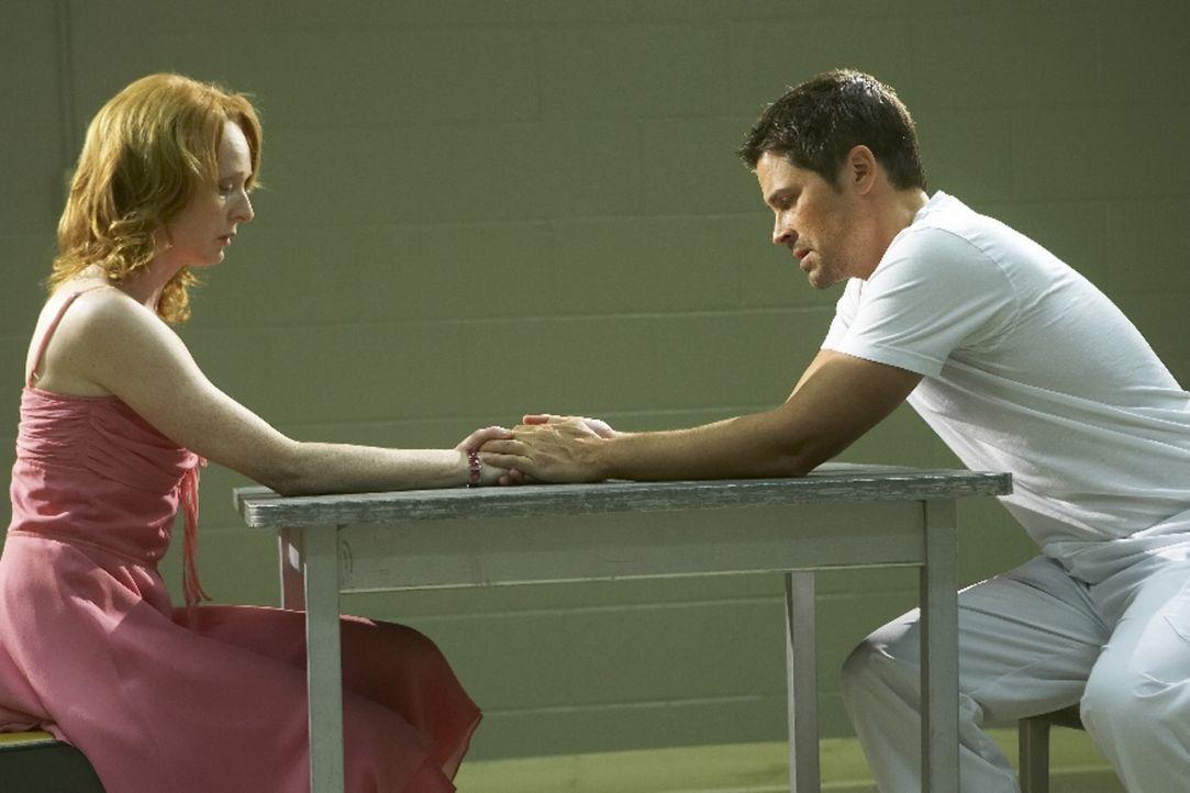 Als Ted Cogan (Rob Lowe, r.) aus dem Krieg zurückkehrt, hofft seine Frau Molly (Marnie McPhail, l.), wieder ein Leben ohne Angst führen zu können. D... - Bildquelle: Licensed by Falcom Media Group AG