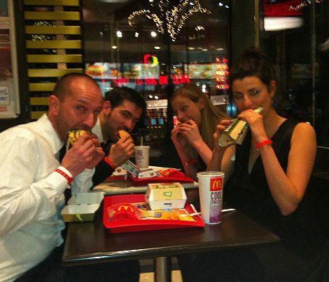 Burger nach dem Feiern, was gibt's besseres :-) - Bildquelle: Sarah Muehlhause
