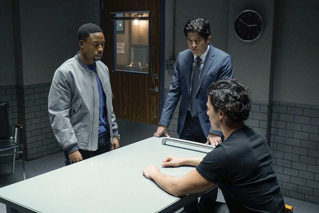 Kann Zho Tu (Rich Ting, r.) Lee (Jon Foo, M.) und Carter (Justin Hires, l.) Informationen über die Pläne der Quantou-Mafia geben? - Bildquelle: Warner Brothers