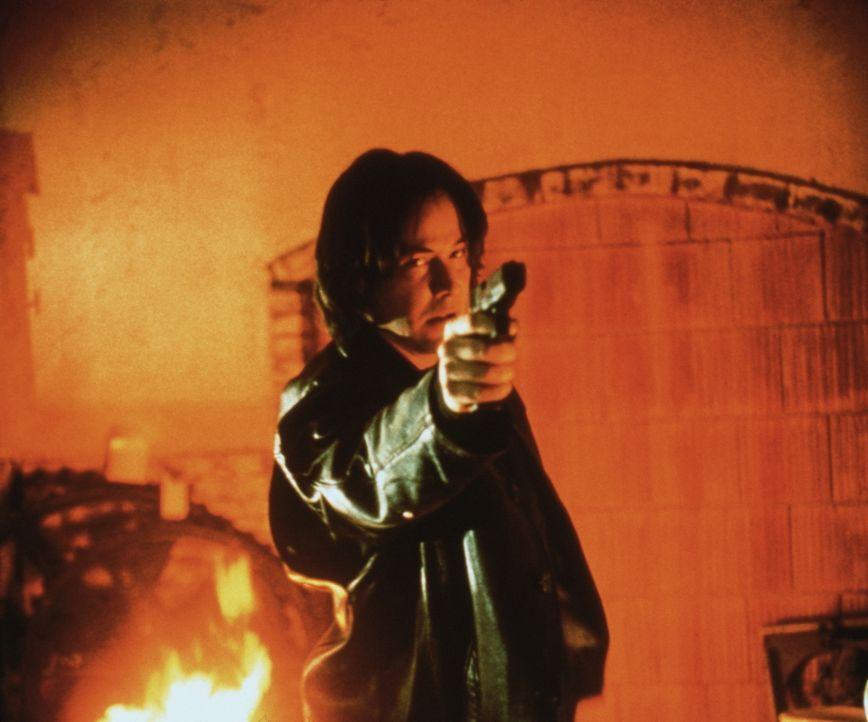 Weil der Serienkiller David Allen Griffin (Keanu Reeves) weniger an seinen Opfern, als vielmehr an seinem Jäger interessiert ist, lässt er dem Cop s... - Bildquelle: Universal Pictures