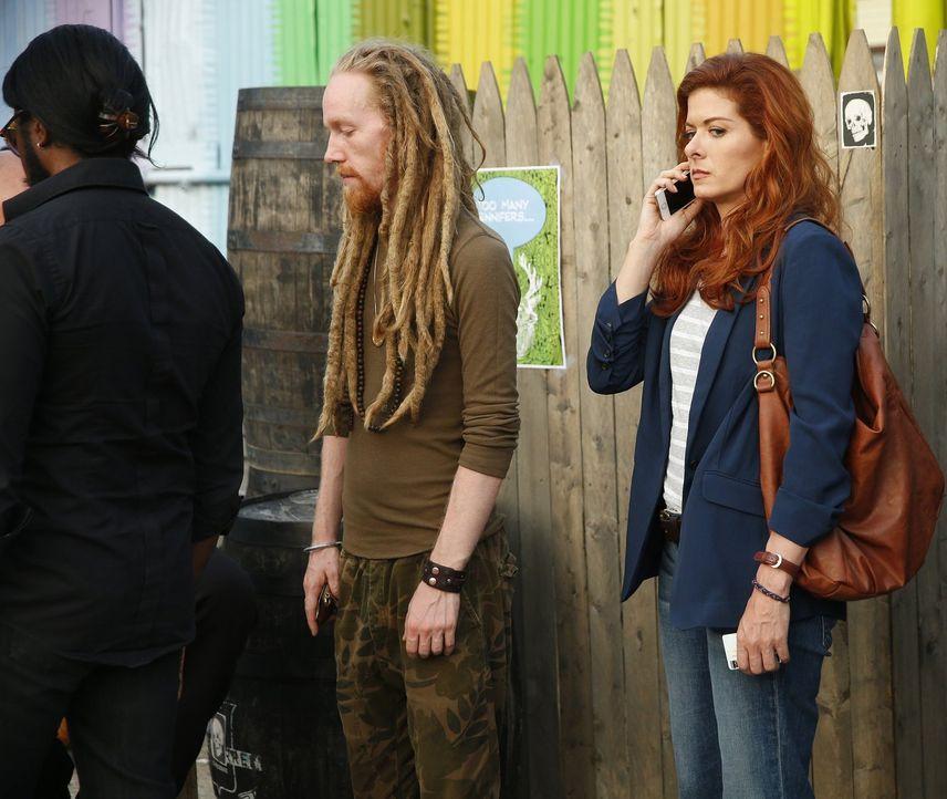 Ein neuer Mordfall bringt Laura (Debra Messing, r.) und Jake an den Ort zurück, wo sie ihr erstes Date hatten ... - Bildquelle: Warner Bros. Entertainment, Inc.