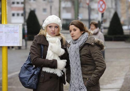 Bea erhofft sich bei einem Treffen mit Jens einen Hinweis zu erhalten, der sie bezüglich der Mordanklage entlastet. Unterstützung erhält sie von... - Bildquelle: Christoph Assmann - Sat1