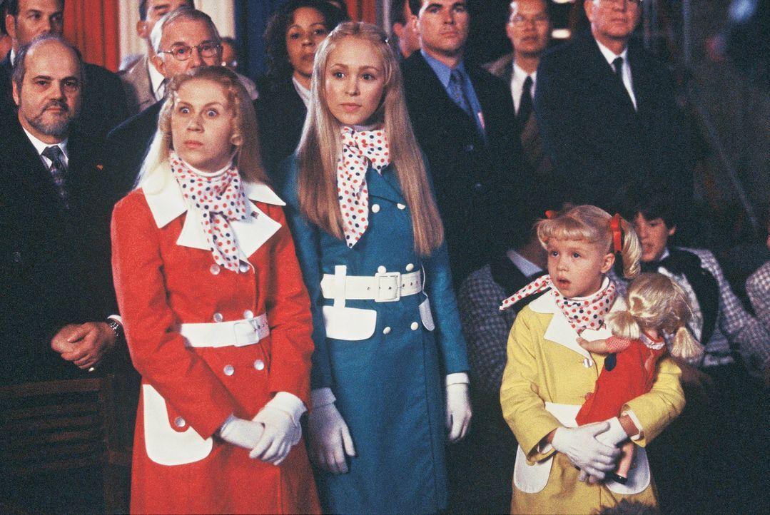 Können ihr Glück kaum fassen: Jan (Ashley Eckstein, vorne l.), Marcia (Autumn Reeser, vorne M.) und Cindy (Sofia Vassilieva, vorne r.) ... - Bildquelle: TM &   2002 by Paramount Pictures. All Rights Reserved.