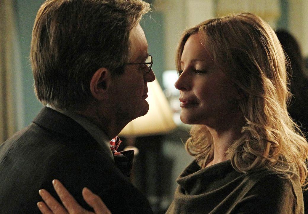 Hat ihre Beziehung eine Chance? Mary Courtney (Cheryl Ladd, r.) und Ducky (David McCallum, l.) ... - Bildquelle: CBS Television