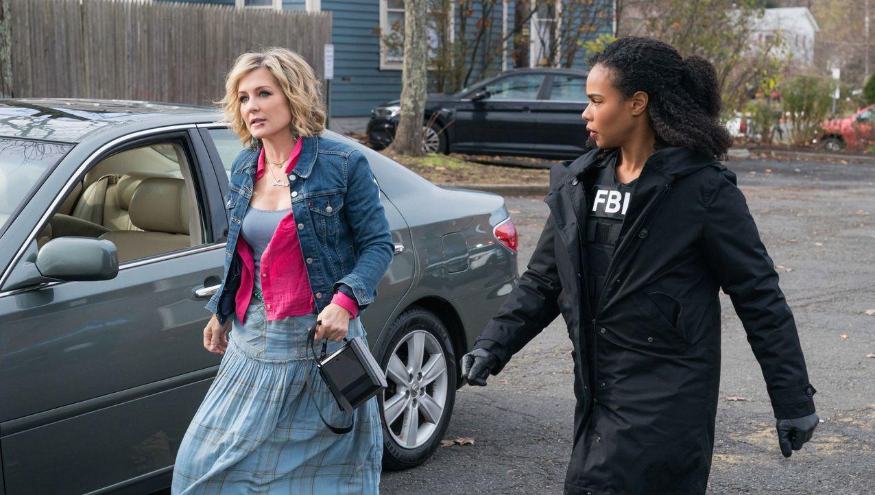 Jackie Ward (Amy Carlson, l.); Sheryll Barnes (Roxy Sternberg, r.) - Bildquelle: Mark Schafer 2020 CBS Broadcasting Inc. All Rights Reserved. / Mark Schafer