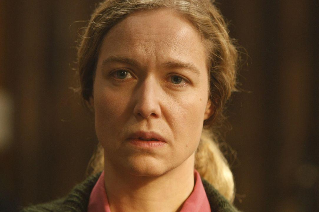 Beschuldigt Dannis Mandanten der Vergewaltigung: Frau Hagen (Charlotte Crome) ... - Bildquelle: SAT.1