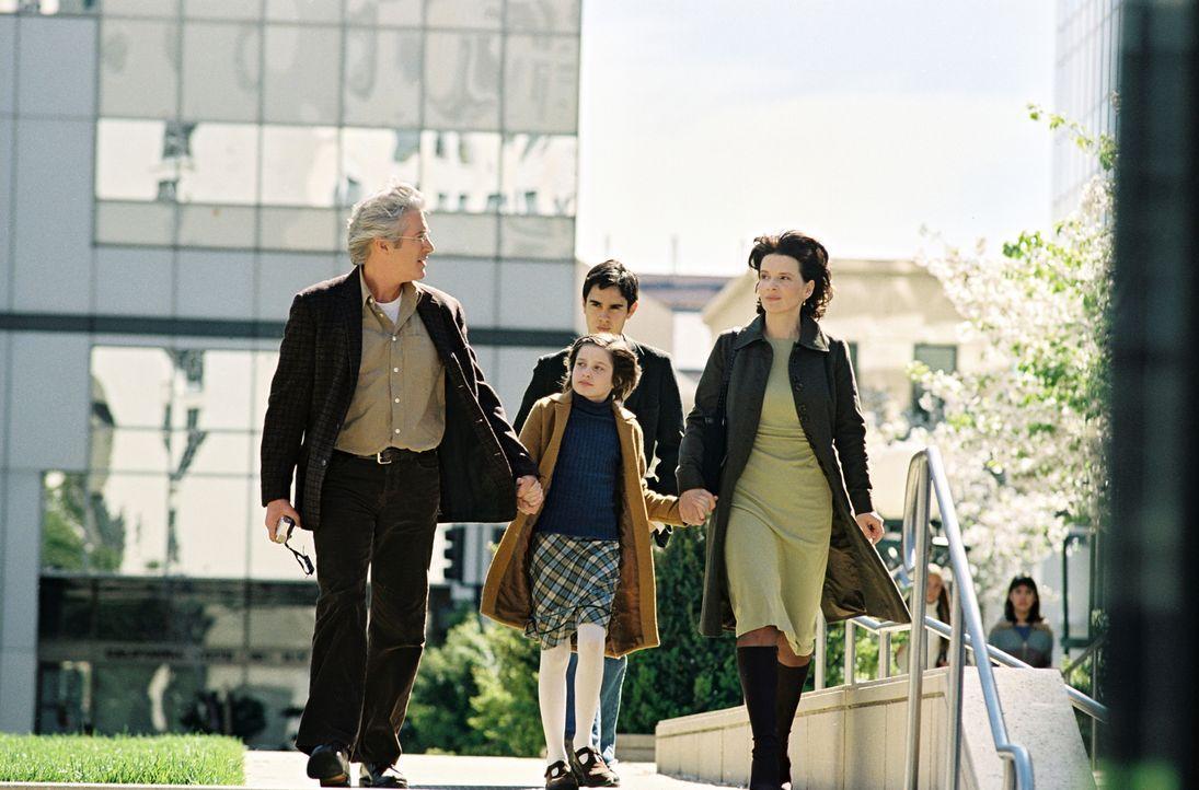 Die kleine Eliza (Flora Cross, M.) ist ein Buchstabiergenie. Ihr Vater (Richard Gere, l.) unterstützt sie, in dem er täglich mit ihr trainiert. Ihre... - Bildquelle: Copyright   2005 Twentieth Century Fox
