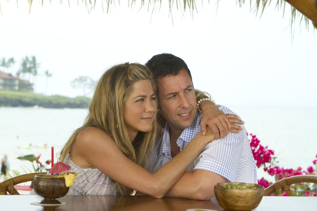 Schlechtes Timing: Als sich Danny (Adam Sandler, r.) und Katherine (Jennifer Aniston, l.) langsam näher kommen, lässt Palmer anfragen, wann Danny... - Bildquelle: 2011 Columbia Pictures Industries, Inc. All Rights Reserved.