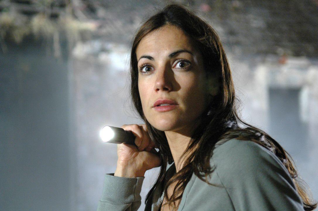 Ihrem Geheimnis auf der Spur, fühlt sich Johanna (Bettina Zimmermann) beobachtet ... - Bildquelle: Stefan Erhard Sat.1