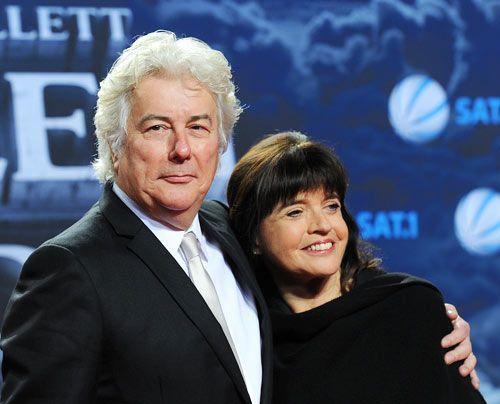 ...und mit seiner Ehefrau Barbara Follett. - Bildquelle: dpa
