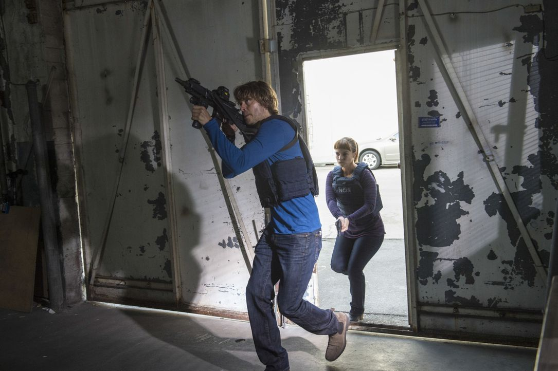 Nachdem ein Agent der Homeland Security von einem Triaden-Killer vergiftet wurde, muss das Team um Deeks (Eric Christian Olsen, l.) und Nell (Felice... - Bildquelle: Neil Jacobs 2016 CBS Broadcasting, Inc. All Rights Reserved.