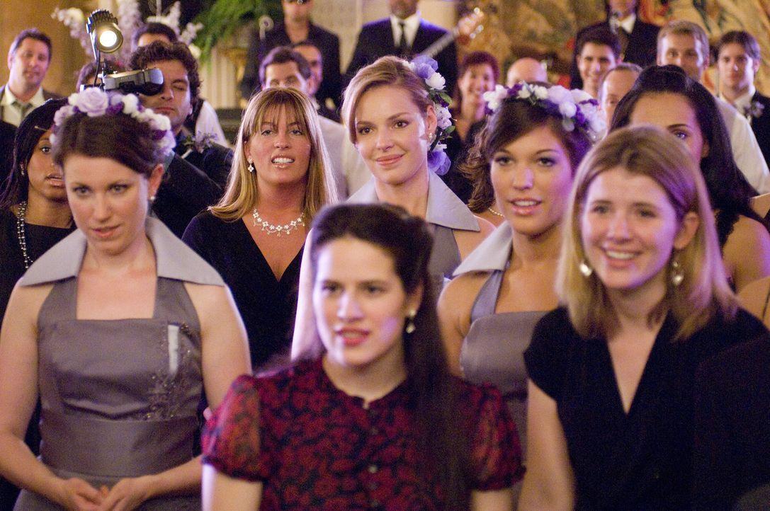 Die weibliche Meute wartet gespannt auf den Brautstrauß - treibt das Schicksal ihn etwa in Janes (Katherine Heigl, M.) Arme? - Bildquelle: Twentieth Century Fox Film Corporation