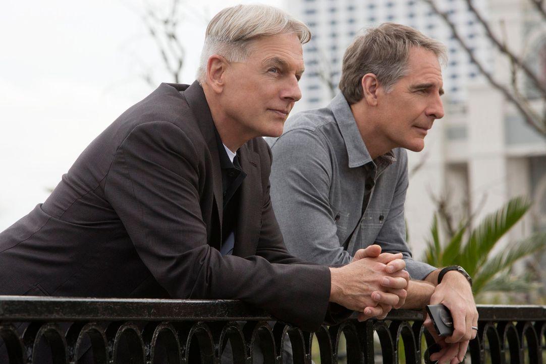 Werden von der Vergangenheit eingeholt: die ehemaligen Kollegen Gibbs (Mark Harmon, l.) und Pride (Scott Bakula, r.) - Bildquelle: CBS Television