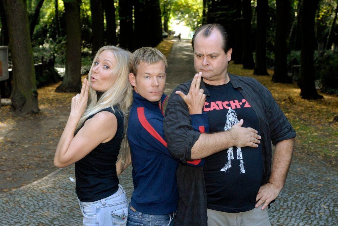 Viel Spaß bei den Dreisten Drei - Die Comedy WG versprechen die Comedians (v.l.n.r.) Janine Kunze, Mathias Schlung und Markus Majowski. - Bildquelle: Max Kohr Sat.1