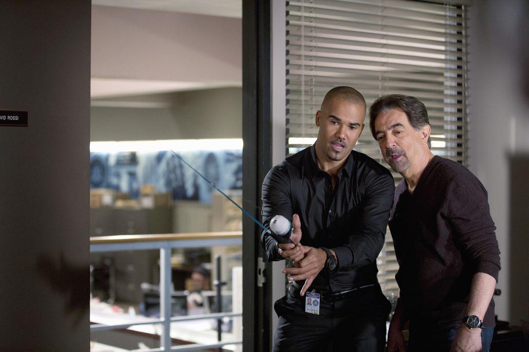 Ein neuer Fall wartet auf Derek (Shemar Moore, l.) und Rossi (Joe Mantegna, r.) ... - Bildquelle: ABC Studios