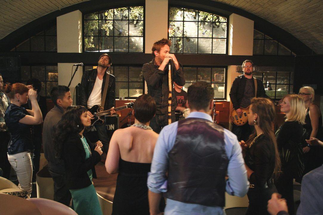 Die Band Livingston stellt ihr Können unter Beweis ... - Bildquelle: SAT.1
