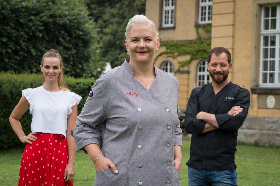 """Wer den Titel """"Deutschlands bester Hobbybäcker"""" erringen will, muss sich bei Christian Hümbs (r.), Annika Lau (l.) und Betty Schliephake-Burchardt (... - Bildquelle: Claudius Pflug SAT.1"""