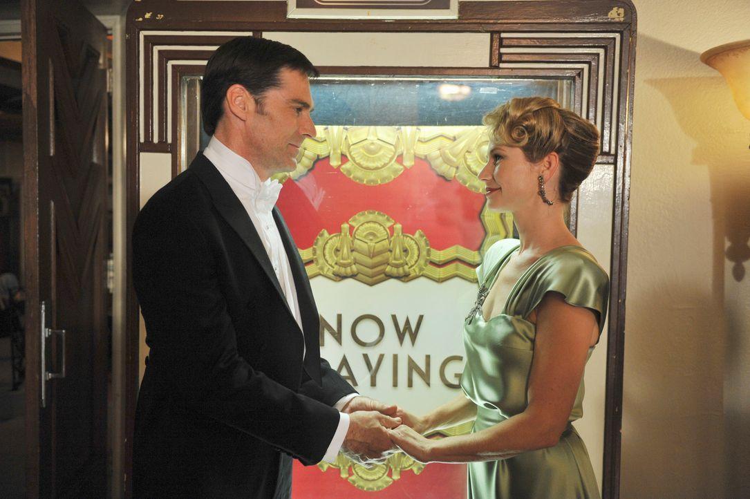 Beim Kampf um Leben und Tod, hat Hotch (Thomas Gibson, l.) Visionen von seiner verstorbenen Ehefrau Haley (Meredith Monroe, r.) ... - Bildquelle: ABC Studios