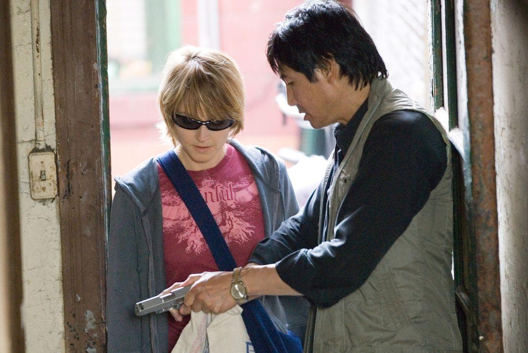 Erica (Jodie Foster, l.) kann den Überfall, bei dem ihr Verlobter getötet wurde, nicht vergessen. Ängste rauben ihr jeglichen Lebensmut. Um ihr a... - Bildquelle: Warner Bros.