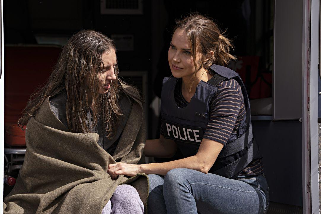 Lucy Arthurs (Scarlett Sperduto, l.); Amelia Sachs (Arielle Kebbel, r.) - Bildquelle: Peter Kramer 2020 NBCUniversal Media, LLC / Peter Kramer