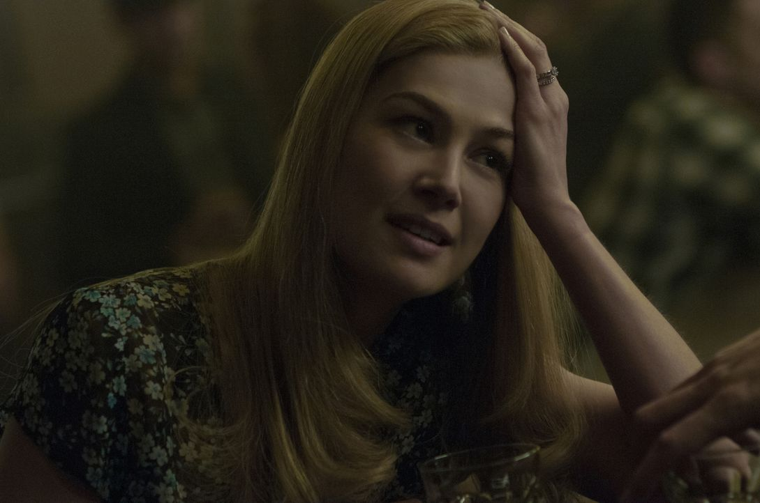 Als eines Tages die junge Ehefrau Amy (Rosamund Pike) spurlos verschwindet, gerät schon bald ihr Mann Nick ins Visier der Ermittlungen. Während die... - Bildquelle: 2014 Twentieth Century Fox Film Corporation. All rights reserved.