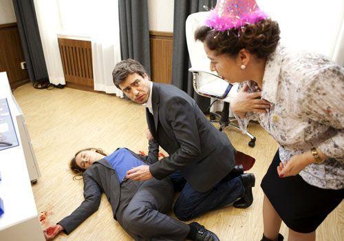 Julian und Ingrid machen sich große Sorgen um Gabriele. Werden die Rettungskräfte schnell genug eintreffen? - Bildquelle: David Saretzki - Sat1