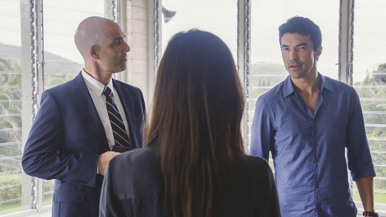 Adam Noshimuri (Ian Anthony Dale, r.) hat eine unerwartete Begegnung ... - Bildquelle: 2018 CBS Broadcasting, Inc. All Rights Reserved