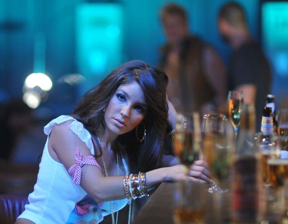 Als die US-Sängerin Venus (Melissa Molinaro) in Moskau ein Konzert gibt, beschließen einige Terroristen, dies für sich zu nutzen. Allerdings machen... - Bildquelle: Nu Image