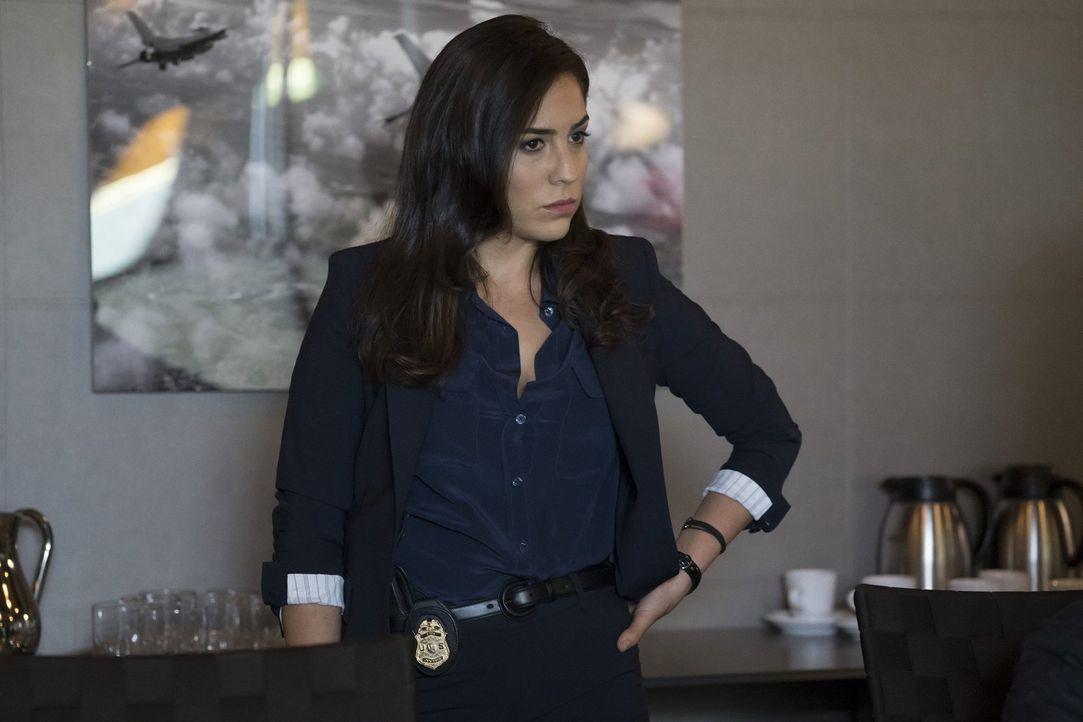 Die Ermittlungen im Fall von Jane, gestallten sich als ziemlich gefährlich für Tasha Zapata (Audrey Esparza) und ihre Kollegen ... - Bildquelle: Warner Brothers
