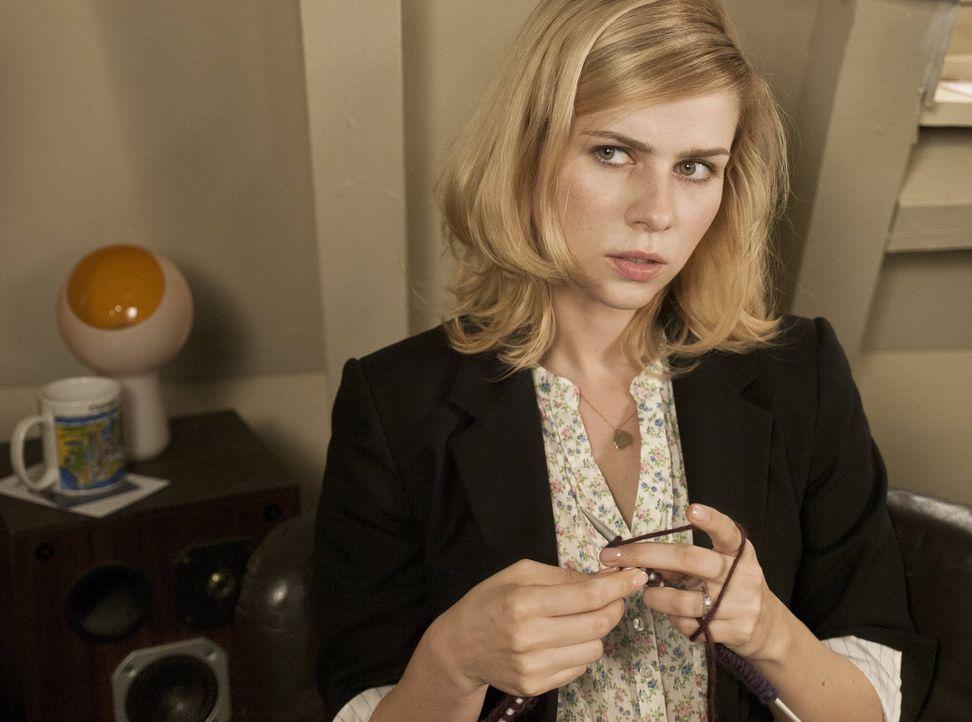 Gewerkschaftssitzung? Joggen? Greta (Nora Tschirner) schöpft bei Paolos Ausreden langsam Verdacht ... - Bildquelle: Warner Bros.
