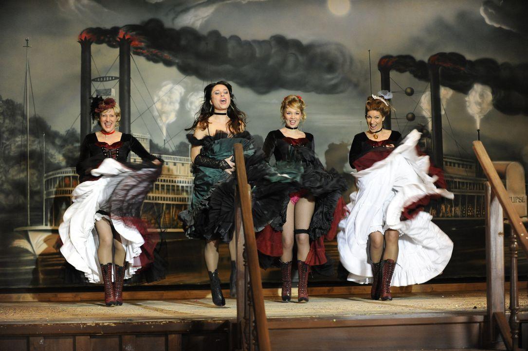 Zum Abschied von Jonas und Anna haben sich (vl.n.r.) Susanne (Heike Jonca), Paloma (Maja Maneriro), Lily (Jil Funke) und Natascha (Franziska Matthus... - Bildquelle: SAT.1