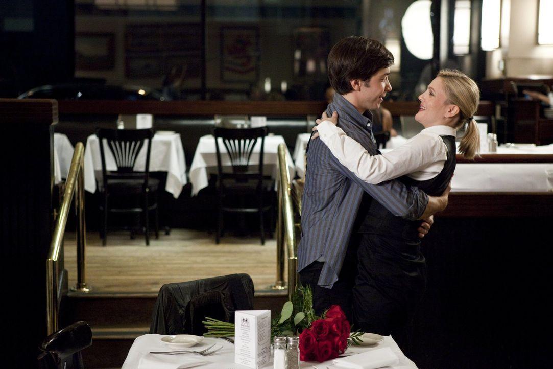 Die ständige Distanz nagt an der Liebe zwischen Garrett (Justin Long, l.) und Erin (Drew Barrymore, r.). Aber reichen die gelegentlichen Besuche aus... - Bildquelle: 2010 Warner Bros.