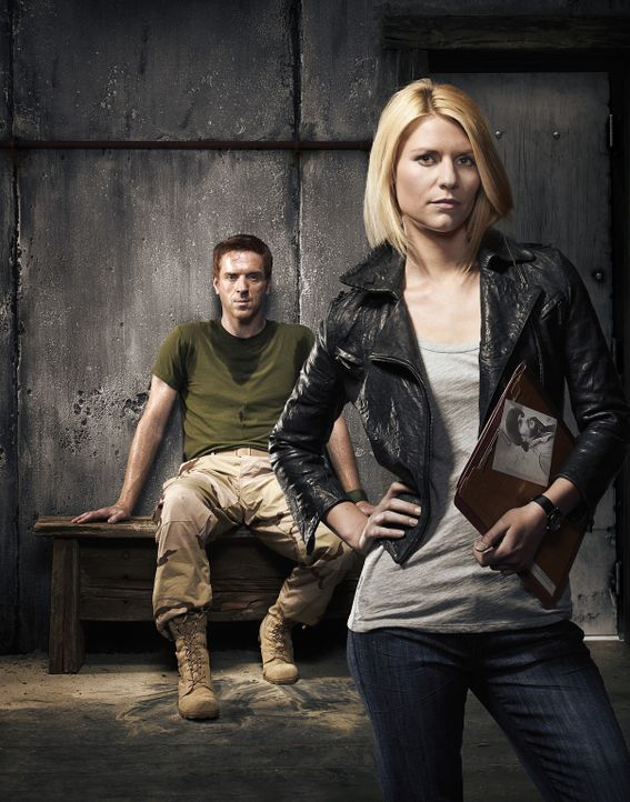 (1.Staffel) - Die CIA-Agentin Carrie Mathison (Claire Danes, r.) versucht verzweifelt zu erfahren, in welcher Verbindung Sergeant Nicholas Brody (Da... - Bildquelle: 20th Century Fox International Television