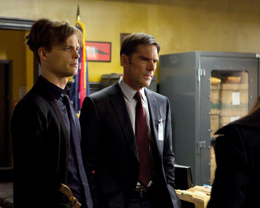 Während das BAU-Team um Hotch (Thomas Gibson, r.) und Reid (Matthew Gray Gubler, l.) nach einem selbsternannten Rächer in Cleveland fahndet, macht s... - Bildquelle: ABC Studios