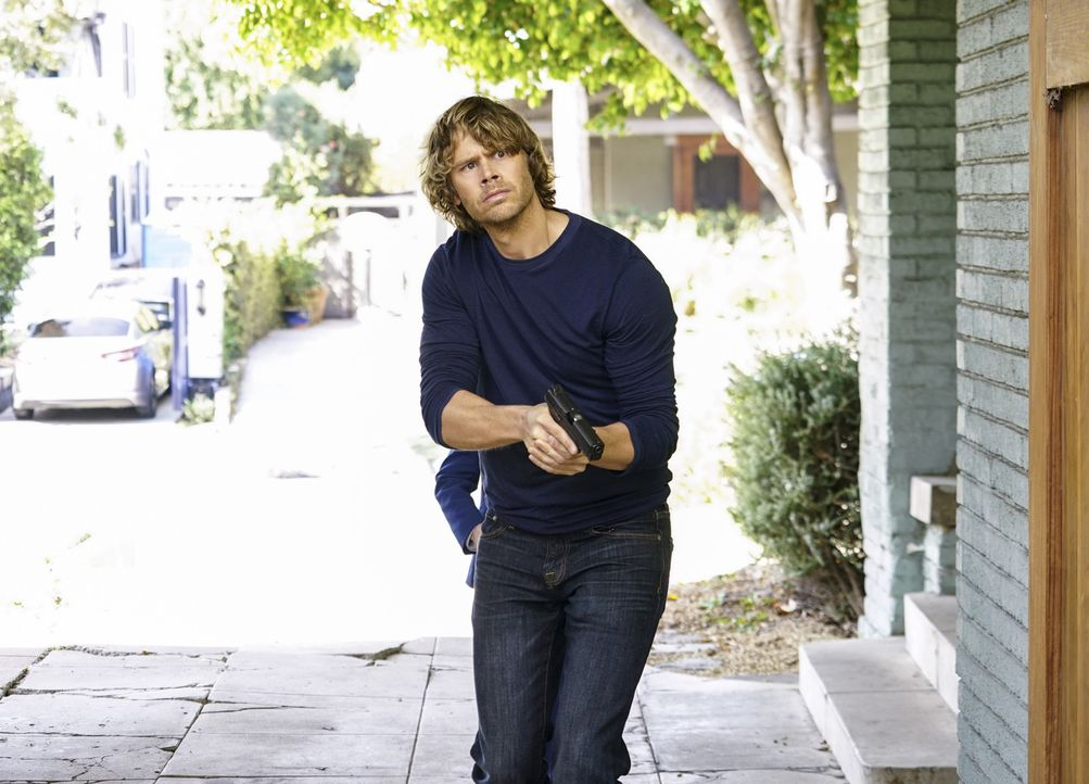 Gemeinsam mit seinen Kollegen muss Deeks (Eric Christian Olsen) einen neuen Fall auflösen und den Maulwurf in den eigene Reihen finden ... - Bildquelle: Sonja Flemming 2016 CBS Broadcasting, Inc. All Rights Reserved.