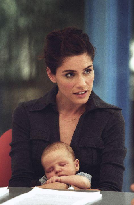 Weil Anwältin Sofia (Amanda Peet) in die Babypause gehen möchte, muss ihr Ehemann Tom, der das Arbeiten nicht erfunden hat, nun das Geld ranschaffen...