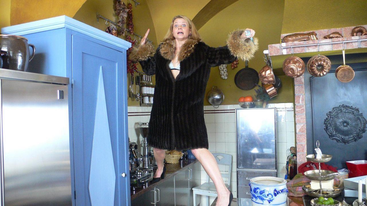 Nina (Annette Frier) hat 'nen Vogel ... - Bildquelle: ProSieben