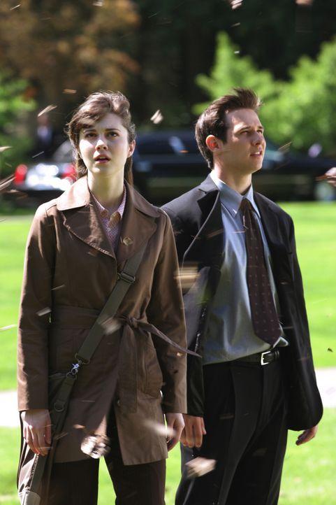 Noch glauben Wendy (Mary Elizabeth Winstead, l.) und Kevin (Ryan Merriman, r.), dass sie Glück gehabt haben. Doch der Tod gibt niemals ein anvisiert... - Bildquelle: 2005 Warner Brothers
